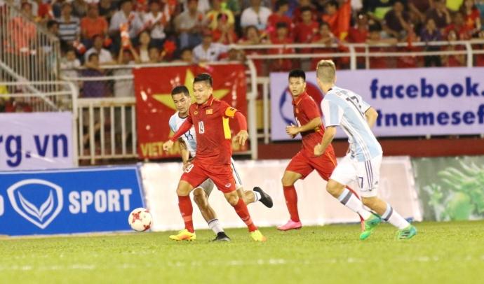 HLV Lê Thụy Hải nói gì khi U20 VN thua đậm U20 Argentina?