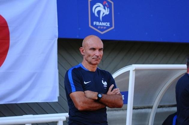 """""""Phục kích"""" xem U20 Việt Nam thi đấu, thuyền trưởng U20 Pháp nói gì?"""