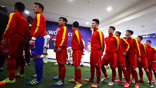 HLV Hoàng Anh Tuấn xoay vòng đội hình để đá với Pháp?