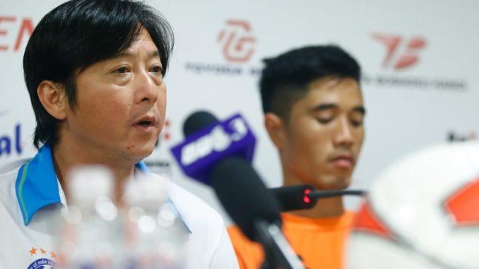 HLV Lê Huỳnh Đức thẳng thắn chê bai lối đá của Hà Nội FC