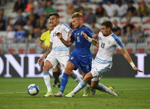 Sao Atletico phạm sai lầm, Uruguay thất bại nặng nề trước Italia