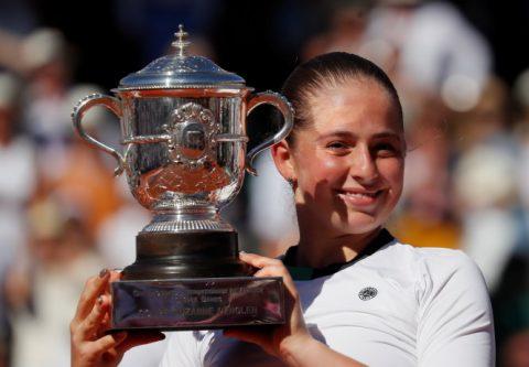 Đả bại Halep, ngựa ô của giải vô địch Roland Garros ở tuổi 20
