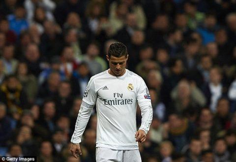 """Sự dỗi hờn của """"kẻ cô đơn"""" Ronaldo"""