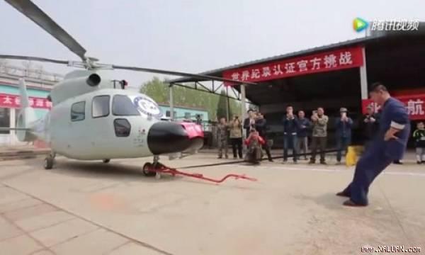 """Sốc: Cao thủ Thái Cực Quyền phá kỷ lục dùng """"hạ bộ"""" kéo trực thăng 5 tấn"""