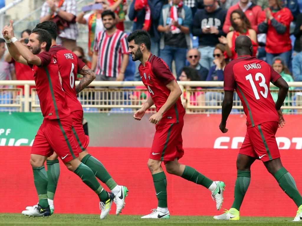 Vắng đội trưởng Ronaldo, Bồ Đào Nha vẫn dễ dàng đánh bại Đảo Síp