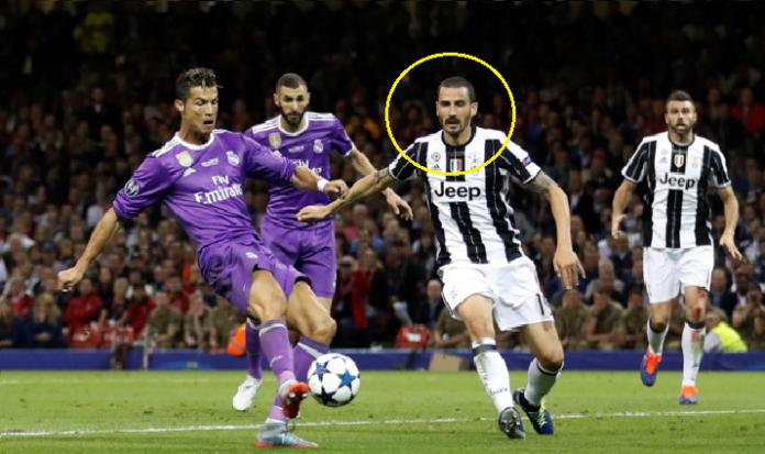 Thua tâm phục khẩu phục, siêu hậu vệ Juve chỉ ra cái tên duy nhất có thể kèm nổi CR7 ở thời điểm hiện tại