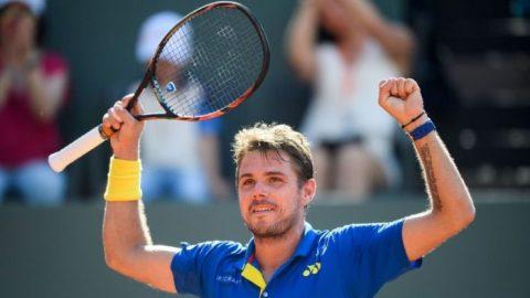 Wawrinka thẳng tiến vào vòng ba; búp bê quần vợt chia tay Roland Garros