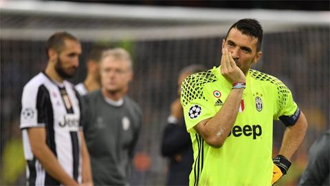Buffon ngậm ngùi lỡ hẹn Champions League thêm một lần nữa