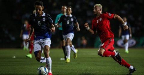 """Cảnh tượng cực choáng ngày Campuchia làm """"rung chuyển"""" bóng đá châu lục"""