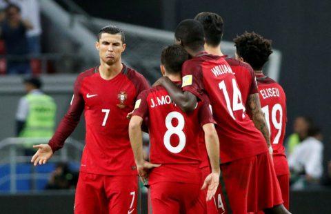 Ronaldo tỏ thái độ ra mặt với đồng đội sút hỏng penalty