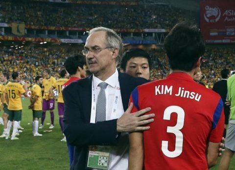 Có nguy cơ mất vé dự World Cup, Hàn Quốc sa thải HLV trưởng