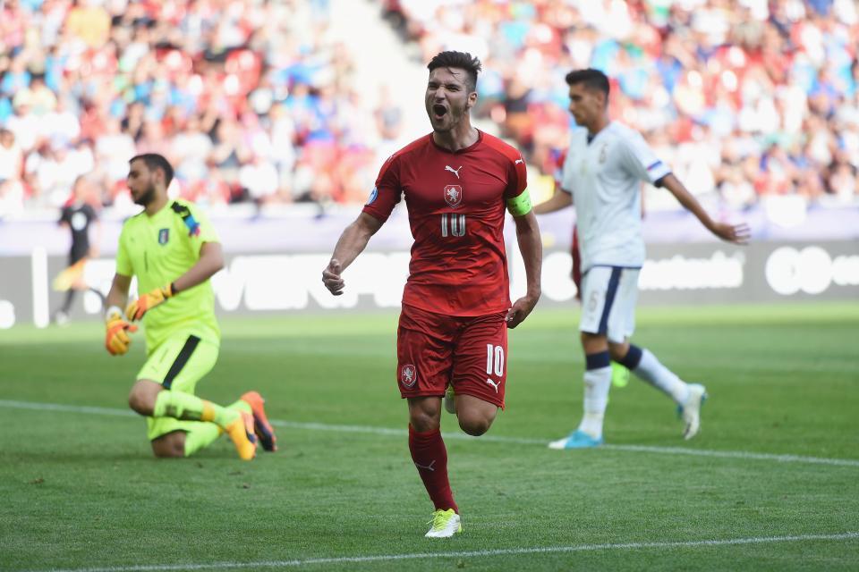 Donnarumma làm nền cho siêu phẩm, U21 Italia thảm bại trước U21 CH Séc
