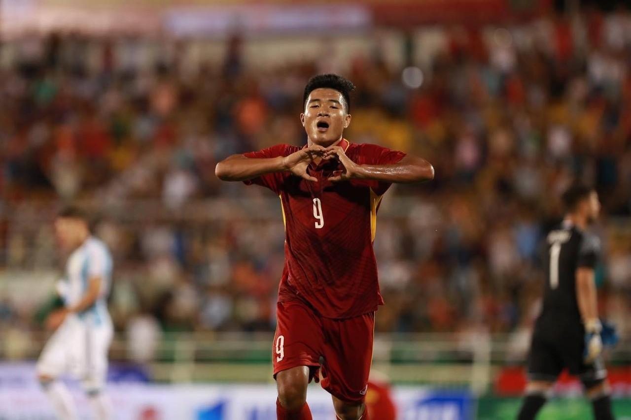 Đức Chinh lần đầu lên tuyển Việt Nam: Bố ơi, con đã làm được!
