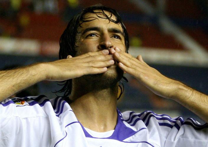 1. Raul Thời gian thi đấu: 1994 – 2010 Trận đấu: 741 Bàn thắng: 323 Danh hiệu: Champions League 1997/98, 1999/00 & 2001/02, La Liga 1994/95, 1996/97, 2000/01, 2002/03, 2006/07 & 2007/08, Supercopa Espana: 1997, 2001, 2003, 2008, UEFA Super Cup 2002