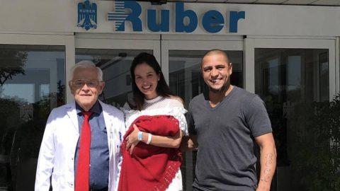 Huyền thoại Roberto Carlos chính thức làm bố lần thứ 9