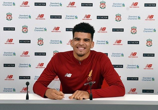 Bất chấp tranh cãi, nhà vô địch World Cup U20 vẫn tươi cười trong ngày ra mắt Liverpool