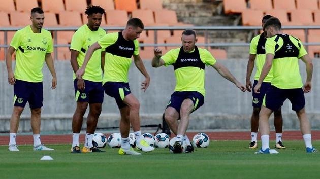 Chùm ảnh: Rooney tập trung cao độ trên sân tập, chuẩn bị cho trận ra mắt