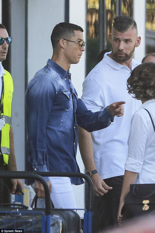 Ronaldo đưa gia đình đi nghỉ dưỡng trước thềm mùa giải mới