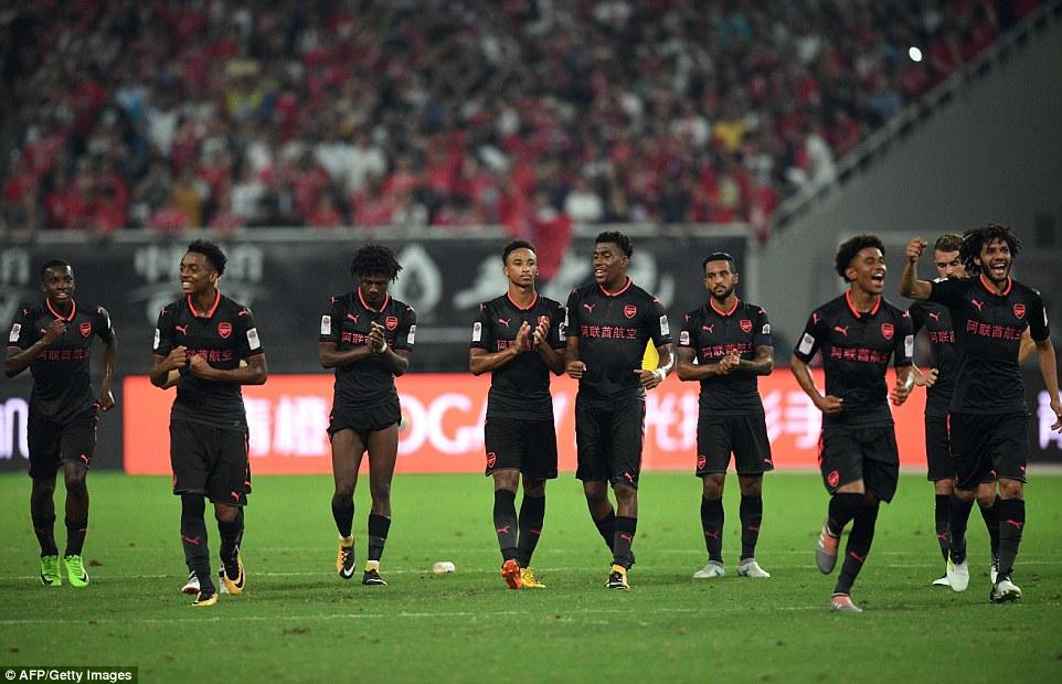 Gỡ hòa phút bù giờ, Arsenal hạ gục Bayern sau loạt luân lưu