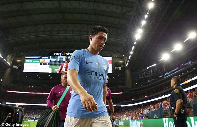 Dàn sao Man City đồng loạt tẩy chay, đòi đuổi Nasri khỏi tour du đấu