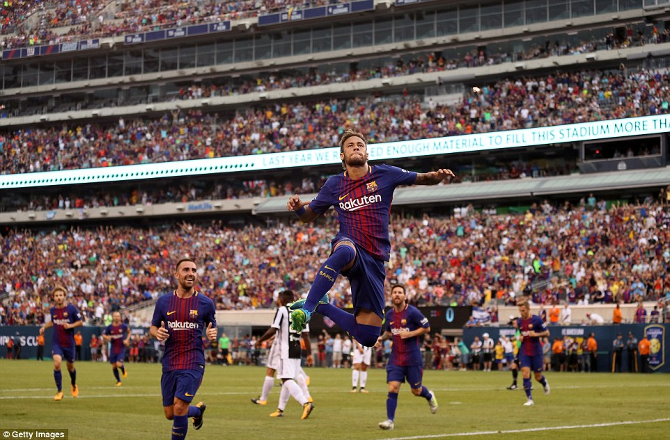 """Neymar tỏa sáng rực rỡ với cú đúp, Barca nhẹ nhàng """"phục hận"""" Juve"""