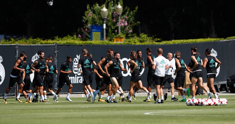 """Chùm ảnh: Gareth Bale tiếp tục """"khoe"""" cơ bắp trên sân tập tại Mỹ"""