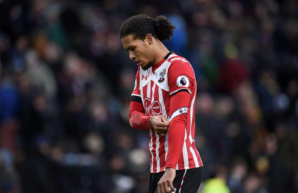 Làm loạn không thành, Van Dijk chính thức nhận án phạt từ Southampton