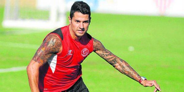 """Gia hạn thành công trụ cột, Sevilla """"dội gáo nước lạnh"""" vào tham vọng của đội bóng thủ đô"""