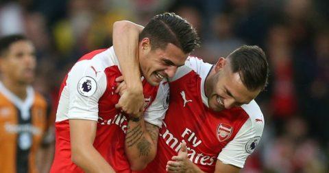 """""""Sao xịt"""" Arsenal bất ngờ khó ra đi trong Phiên chợ Hè"""