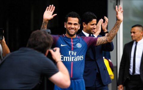 CHÙM ẢNH: Dani Alves được chào đón như ông hoàng trong ngày ra mắt PSG