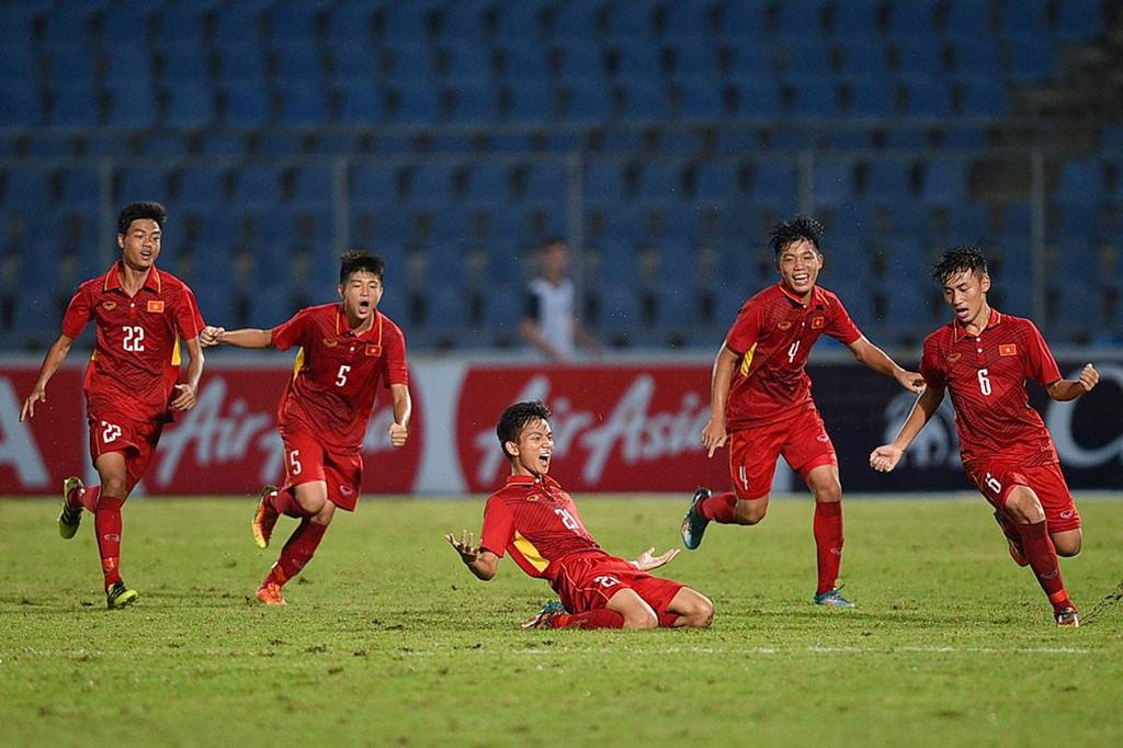 CHÙM ẢNH: U15 Việt Nam ăn mừng cảm xúc sau khi giành chiến thắng trước U15 Australia