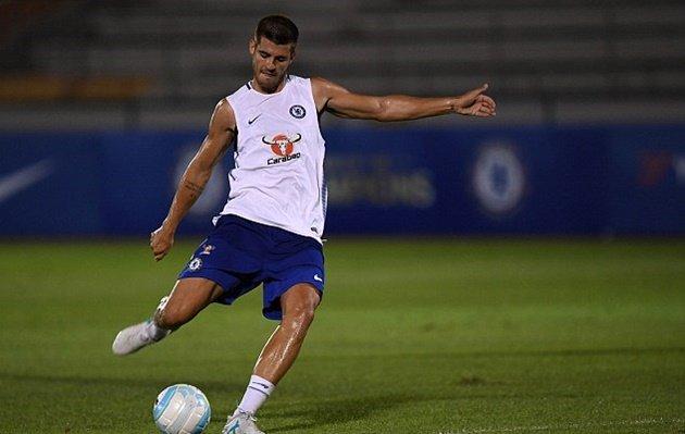 CHÙM ẢNH: Tới Singapore hội quân, Morata lao vào tập luyện cùng Chelsea