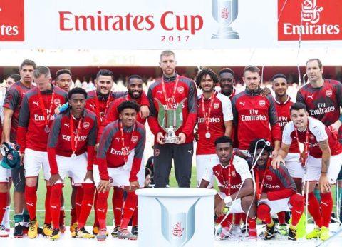 """Nâng cúp như """"một trò hề"""", Arsenal bị đối thủ troll không thương tiếc"""