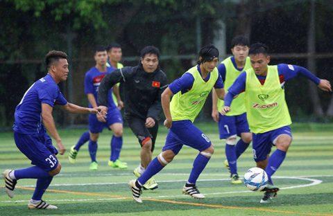 Dàn sao U20 chật vật cạnh tranh với đàn anh tại U22 Việt Nam
