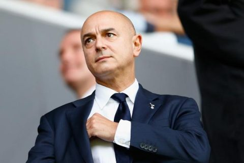 Chủ tịch Tottenham chỉ trích thói chi tiêu vô độ của các đại gia nước Anh