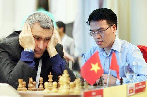 Quang Liêm bất ngờ đánh bại ĐKVĐ cờ nhanh Thế giới