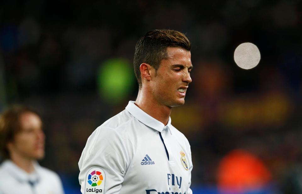 """Ronaldo """"khởi động"""" mùa giải mới tại… tòa án"""