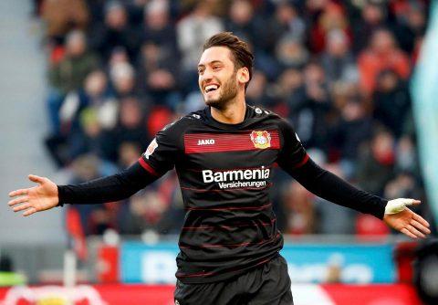 """Sáng mai, Milan sẽ đón """"Vua đá phạt"""" Bundesliga"""