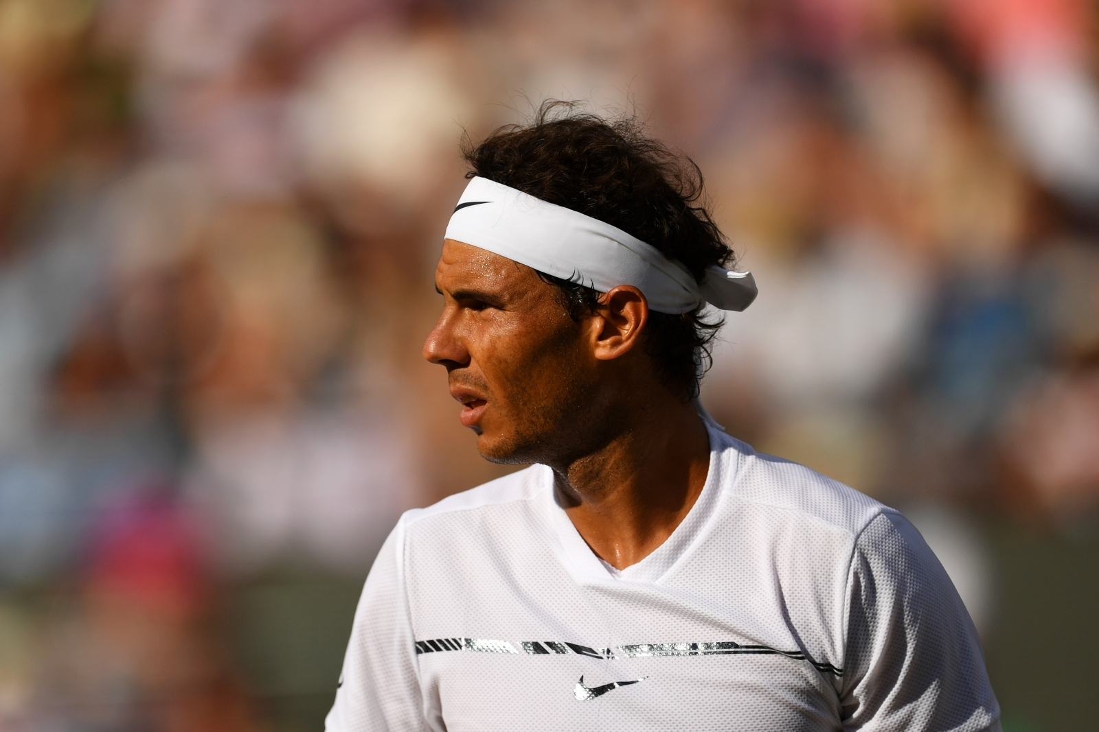 Rafael Nadal ngấm ngầm chỉ trích ban tổ chức Wimbledon thiên vị Federer và Murray