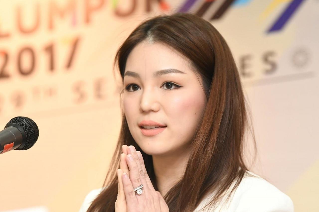 """Trưởng đoàn """"hot girl"""" của Thái Lan e ngại U22 Việt Nam tại Sea Games 29"""