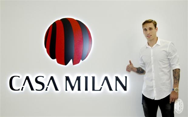 CHÍNH THỨC: AC Milan chiêu mộ thành công tân binh thứ 10