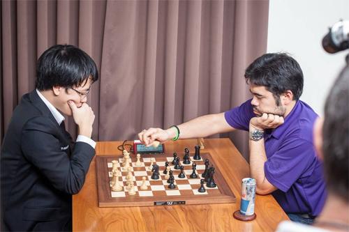 Lê Quang Liêm gây sốc khi thắng liền 2 kỳ thủ top 7 Thế giới, dẫn đầu giải cờ vua danh tiếng GCT 2017