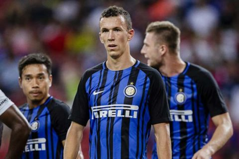 HLV trưởng Inter chính thức báo tin buồn cho M.U về Perisic