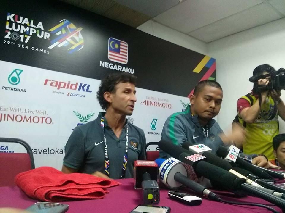Hòa may mắn U22 Việt Nam, HLV U22 Indonesia thừa nhận chỉ đạo… đá rắn