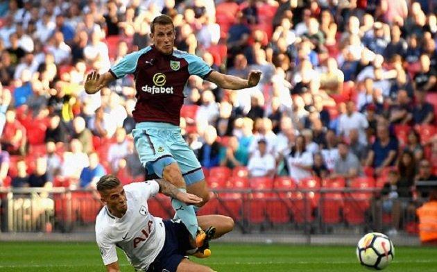 Chủ quan phút cuối, Tottenham chia điểm đầy tiếc nuối trước Burnley