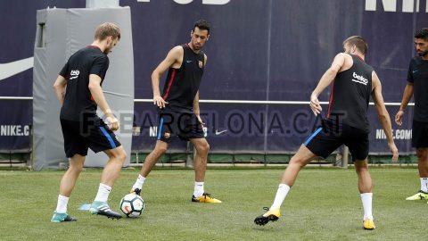 Chùm ảnh: Bất chấp Real, Barcelona tập trung luyện quân cho Siêu kinh điển