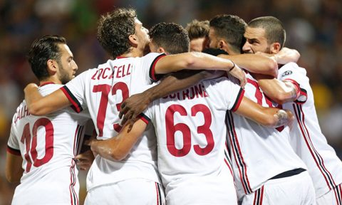 Diệt gọn Crotone, AC Milan khởi đầu mỹ mãn tại Serie A