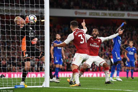 VIDEO: Arsenal – Leicester: Rượt đuổi siêu điên rồ, bom tấn tỏa sáng