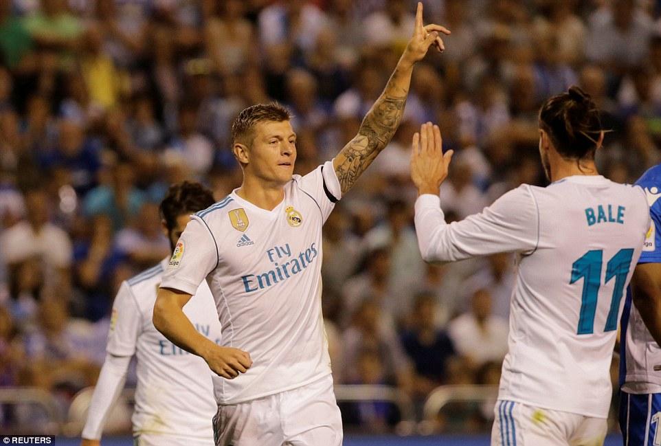Không Ronaldo, Real Madrid vẫn dễ dàng hạ đẹp Deportivo trong ngày Ramos lập kỷ lục… thẻ đỏ