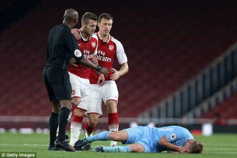 Đánh 2 cầu thủ trẻ Man City, tương lai của Wilshere ở Arsenal coi như chấm dứt